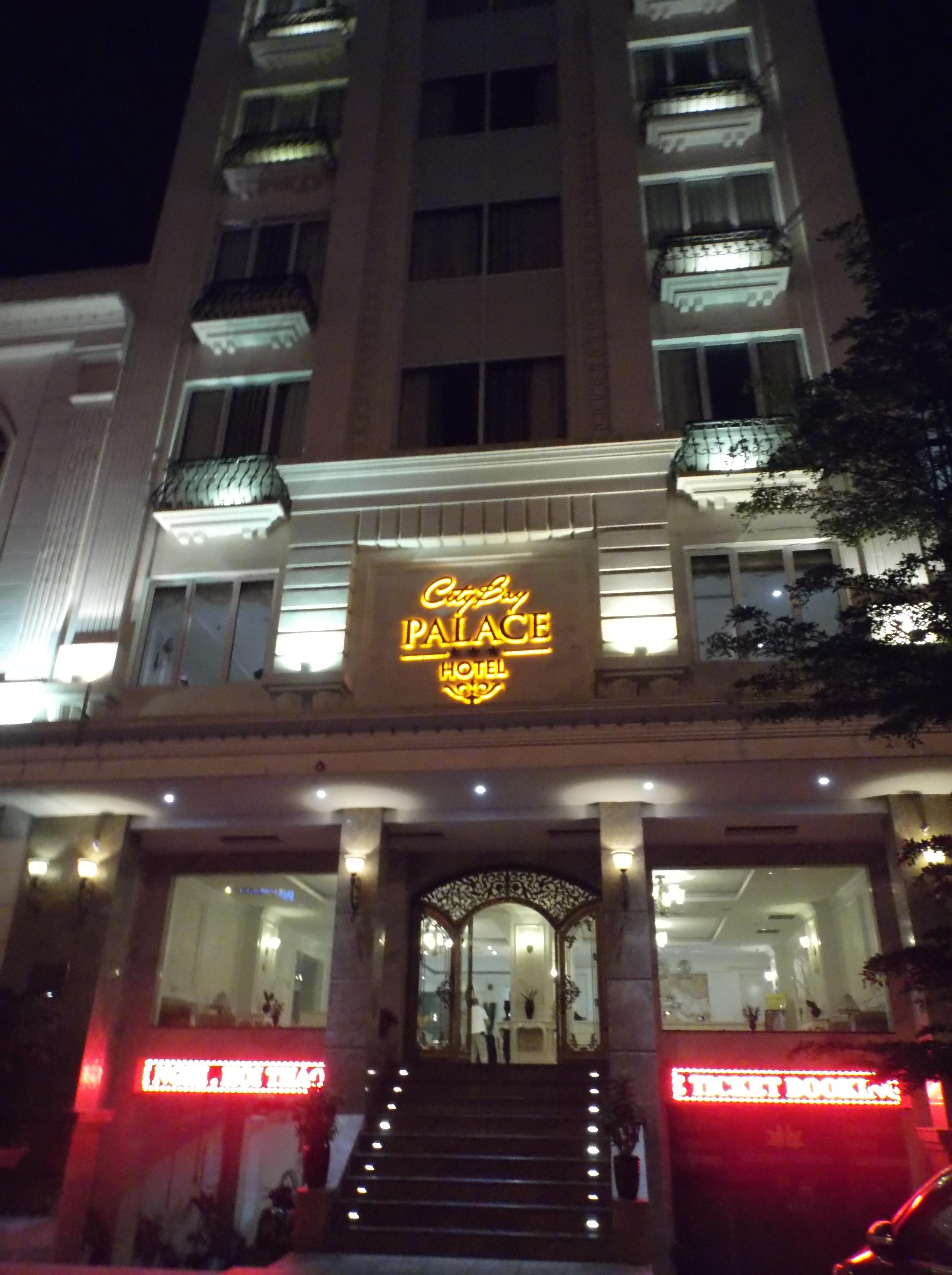 City Bay Palace, l'hôtel à la place de la nuit sur le bateau