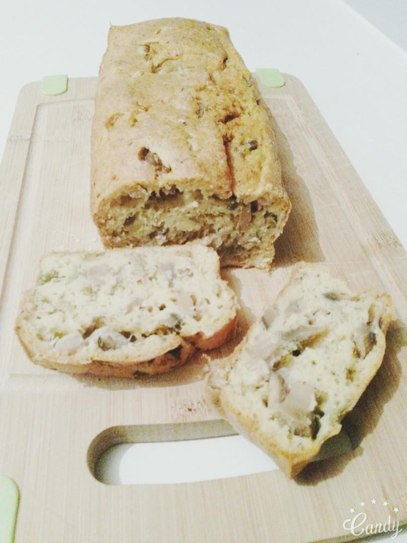 Cake au thon, champignons de paris et olives vertes