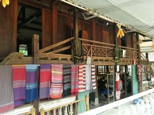 Tissages des femmes thaïs de Mai Chau