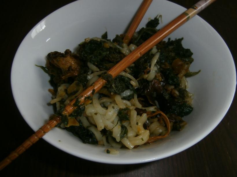 Nouilles de riz aux chanterelles et épinards