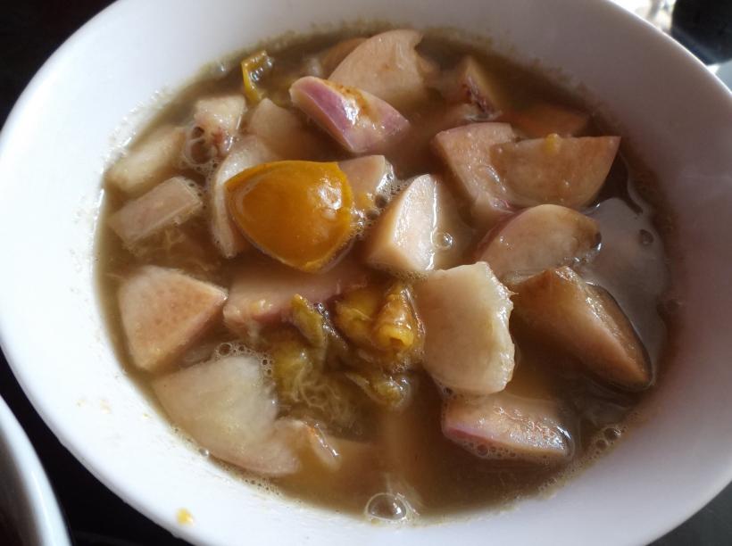 Soupe de pêches et reines-claudes au jasmin et thé matcha
