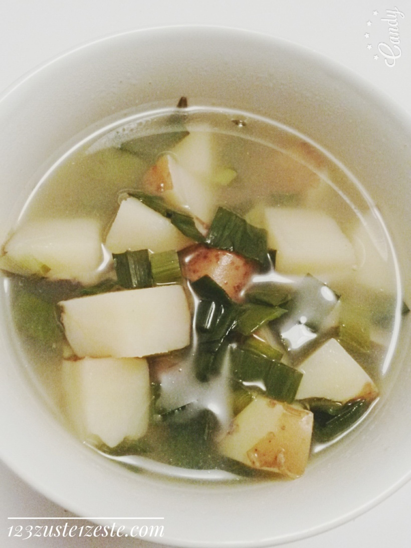 Potage aux pommes de terre roses, ciboule et persil