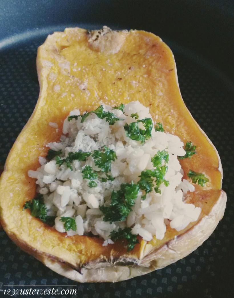 Courge Butternut farcie au risotto de champignons de Paris