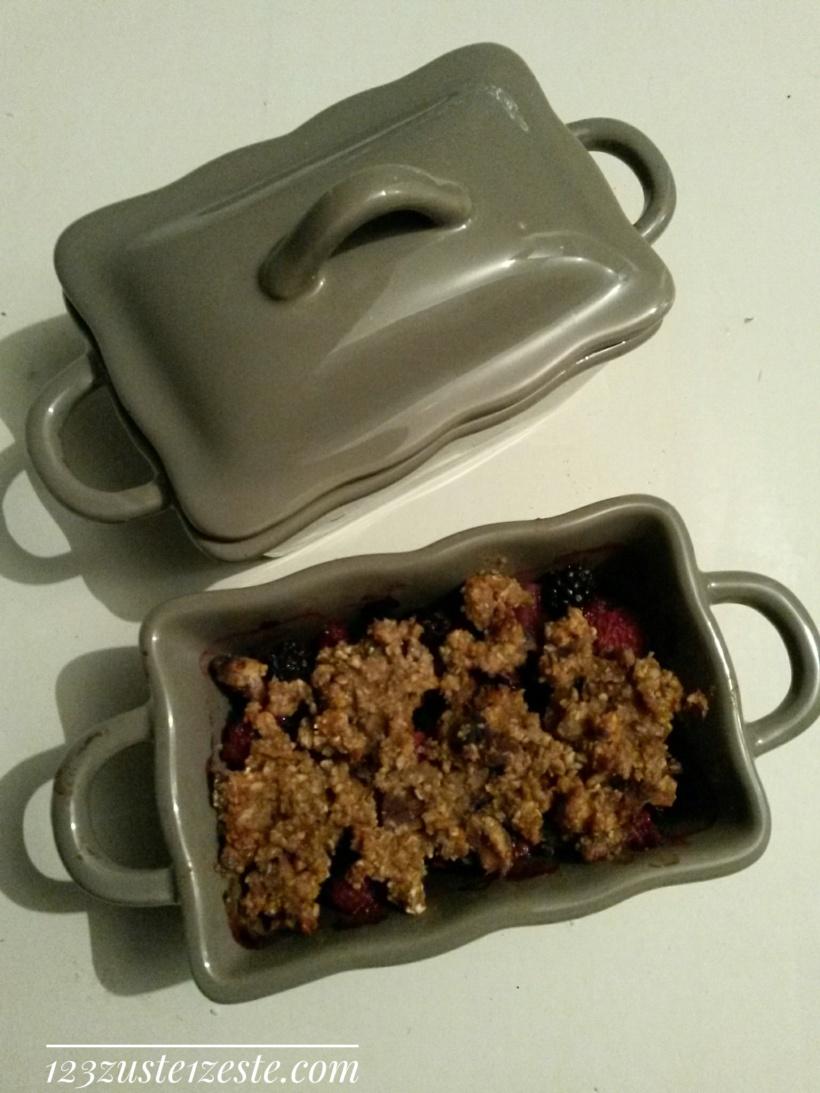 Crumble aux poires et fruits rouges aux flocons d'avoine