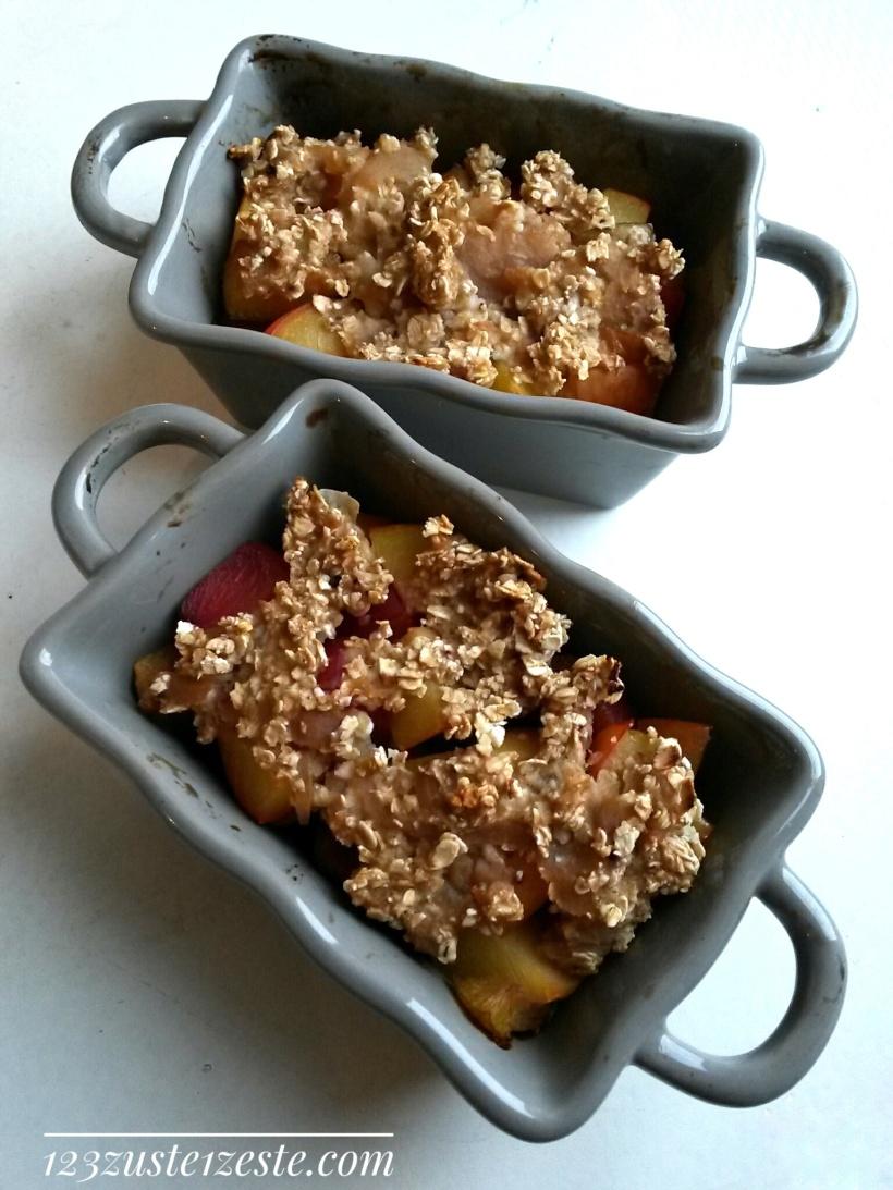 Crunchy crumble aux prunes et flocons d'avoine