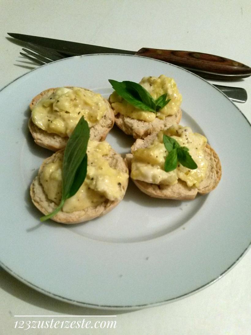 Muffins anglais aux œufs brouillés