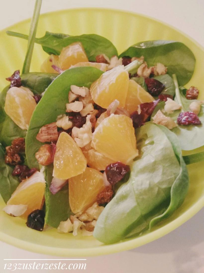 Salade d'épinards frais aux mandarines