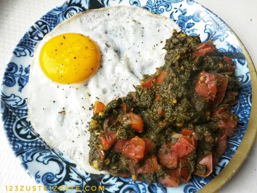 Fondue d'oseille à la tomate et œuf poêlé