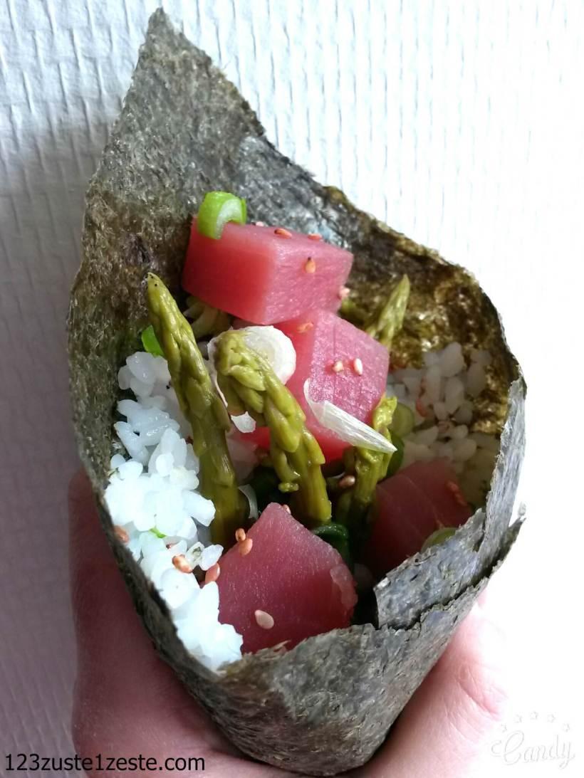 Temaki au thon rouge, asperges vertes et oignons verts