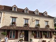Donnemarie-Dontilly façade du restaurant La croix blanche Avril2016