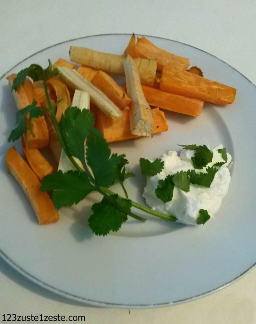 Frites au four légères de patate douce et panais, sauce au fromage blanc