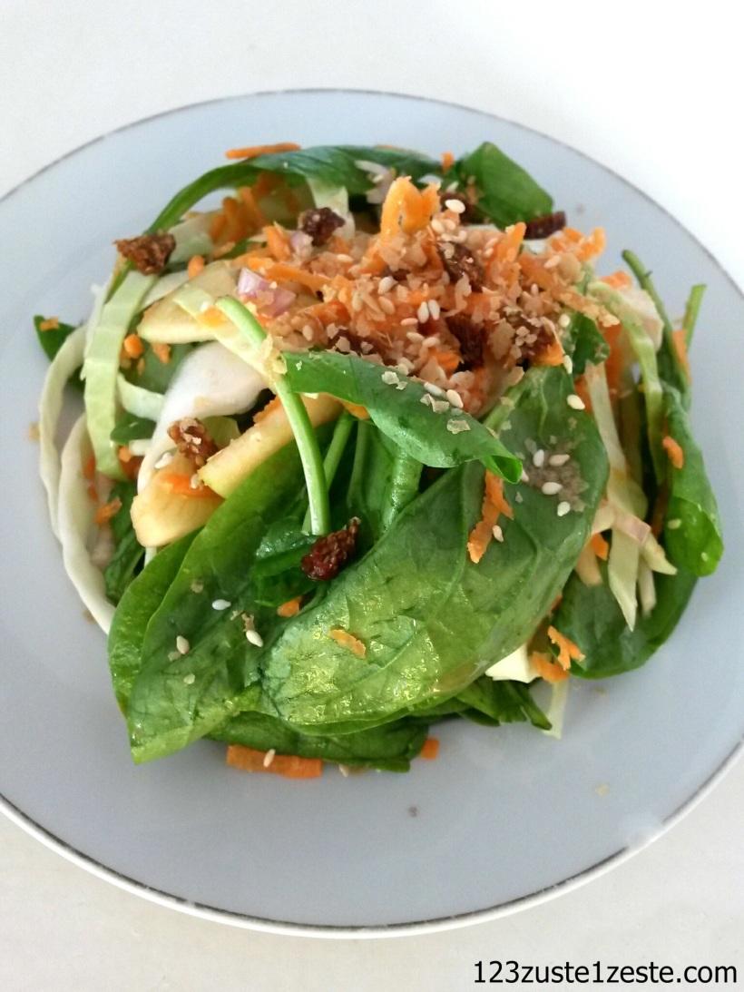 Salade d'hiver au choux vert, carotte et épinard