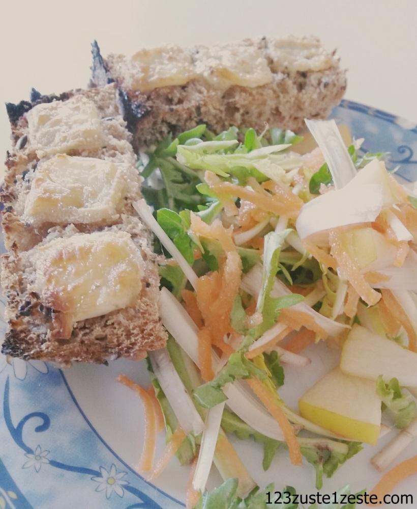 Tartine de chèvre chaud et salade peps